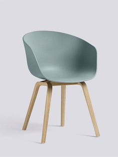 Armlehnstuhl About A Chair AAC22 Gestell Eiche matt, blau