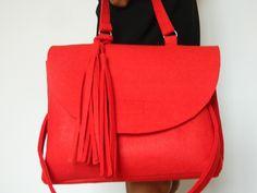 The collection. Autumn-Winter 2015-2016. Postina in lana cotta con tracolla. #madeinitaly #fashion #soireecreations #bag   soireecreations