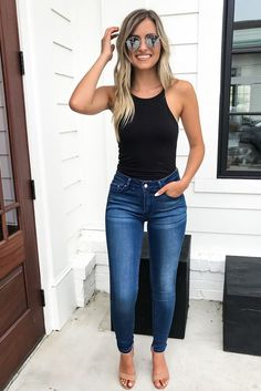 If we are talking about a vacation or a short term trip, I always put at least one of my jean outfits to my suitcase. As you know that, they are timeless Skinny Jean Outfits Cute Casual Outfits, Cute Summer Outfits, Spring Outfits, Casual Mom Style, Sporty Outfits, Stylish Outfits, Mode Outfits, Fashion Outfits, Jeans Fashion
