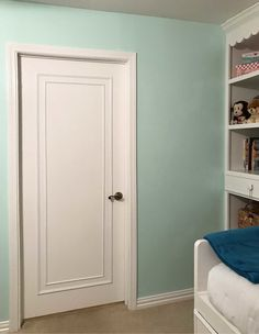 An Easy & Inexpensive Way To Update Flush (Flat Panel) Interior Doors With Mould. An Easy & Inexpensive Way To Update Flush (Flat Panel) Interior Doors With Moulding with DIY instructions. Porta Diy, Diy Interior Doors, Interior Design, Diy Interior Door Makeover, Flat Interior, Nordic Interior, Cafe Interior, Interior Ideas, Hollow Core Doors
