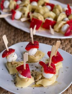 Tortellini mozzarella and pepper skewers Recipe appetizers and finger food - . - Tortellini mozzarella peppers skewers recipe Snacks and finger food – MakeItSweet. Skewer Recipes, Recipes Appetizers And Snacks, Finger Food Appetizers, Appetizers For Party, Brunch Recipes, Italian Pasta Recipes, Party Finger Foods, Food For A Crowd, Food And Drink