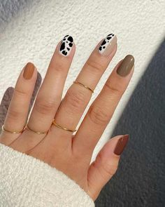 We rounded up 20 of the cutest and chicest nail art ideas for summer 2020 for minimalists, maximalists, and everyone in between. Minimalist Nails, Cow Nails, Sally Hansen Nails, Fire Nails, Dream Nails, Cute Acrylic Nails, Nail Art Diy, Chic Nail Art, Stylish Nails