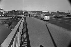 Liikennettä Hakaniemen sillalla. Helsingin kaupunginmuseo Simo Rista SER 1969