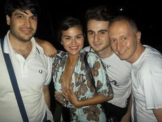 Selena Gomez with Fans in Baja Rome [June con Fans en Baja Roma [Junio Selena Gomez With Fans, Selena Gomez Cute, Site Model, Marie Gomez, Iconic Women, Her Style, Love Her, Celebrity Style, Street Style