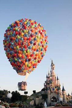 Disneyland Paris..lijkt mij toch altijd nog wel eens leuk om naar toe te gaan!