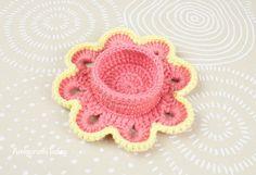 Easter flower egg cozy - Free crochet pattern