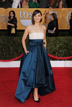 Marion Cotillard went with a blue and white Christian Dior Haute Couture dress at the 2013 SAG Awards. Notice the sweet bow at the waist and the high-low hemline, which revealed her black pointy pumps.