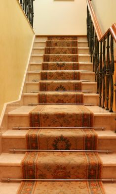A Guide To Choosing A Carpet Runner For Stairs, Including How Wide The  Runner Should Be, What Type Of Pattern Works Best, And Ideal Padding  Thickness.