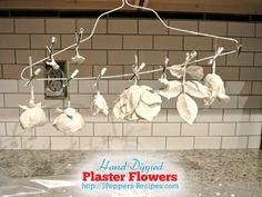 Mano-Sumergido Yeso flor Tutorial - los fundamentos - desde 3Peppers-recipes.com #diy #flowers