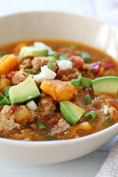 Paleo Jalapeno Popper Chicken Chili (slow cooker and pressure cooker) , This easy Slow Cooker Paleo Jalapeno Popper Chicken Chili recipe is perfect for fall, football games and chili season! Paleo Crockpot Recipes, Chili Recipes, Slow Cooker Recipes, Cooking Recipes, Healthy Recipes, Healthy Chili, Healthy Meals, Delicious Meals, Ww Recipes