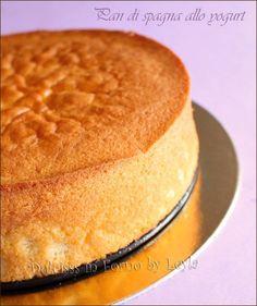 Yogurt sponge cake: soft and light, a very delicate taste, a mix between sponge cake and yogurt cake. Low Fat Desserts, Just Desserts, Dessert Recipes, Cake Cookies, Cupcake Cakes, Basic Cake, Sponge Cake Recipes, Yogurt Cake, Italian Desserts