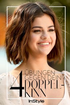 Schnell und effektiv: mit diesen 4 Übungen wirst du dein Doppelkinn los Double chin: Even singer Selena Gomez has a small double chin despite her very slim figure. Four exercises that really help against the excess chin fat. Selena Gomez, Fitness Workouts, Yoga Fitness, Fitness Hacks, Double Menton, Anaerobic Exercise, Health Images, Yoga For Flexibility, Types Of Yoga