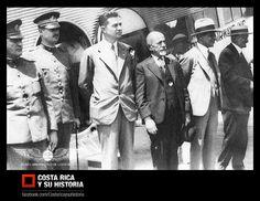 El primer aeropuerto internacional fue el de La Lindora, en Santa Ana. Esta foto corresponde a su inauguración el 12 de abril de 1931. Frente al Ford trimotor de Pan American, de izquierda a derecha: 3ero Wilbur Morrison, vice presidente de Pan American, 4to Lic. Cleto González Víquez, presidente de la república en ese momento.