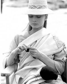 Audrey Hepburn knitting on the set of The Unforgiven (1960) - love it!!