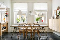 Large dining table in living room Dining Table In Living Room, Dining Area, Wall Cupboards, Living Room Inspiration, Home Fashion, Kitchen Interior, Home Furniture, Interior Decorating, Decorating Ideas