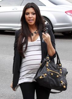 Celebrity Fashion: Kourtney Kardashian Glamorous Pregnant Fashion