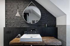 Mieszkanie z pracownią na poddaszu : Skandynawska łazienka od superpozycja architekci