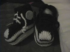 baby chucks knitting pattern..... Just adorable wish I could do this