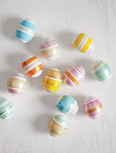 Beautiful Striped Eggs Made with a Simple Homemade Lathe — super make it Painted striped Easter eggs made using a DIY egg lathe! Easter Projects, Easter Crafts, Easter Decor, Class Projects, Pinterest Easter Ideas, Holiday Activities, Holiday Crafts, Easter Activities, Holiday Ideas