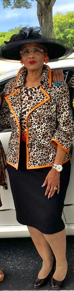 40 Trendy clothes for women over 60 classy advanced style Over 60 Fashion, Mature Fashion, Modest Fashion, Girl Fashion, African Inspired Fashion, African Fashion, Trendy Clothes For Women, Suits For Women, Hot Outfits