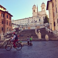 Early Monday  is the best time to visit Piazza di Spagna and catch some red pants