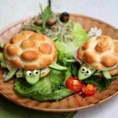 Cute idea for kids, but the recipe just calls for Kaiser rolls. I've never seen a bakery Kaiser roll that looked like this. I think using frozen bread dough (thawed, rolled into closely-placed little balls, and baked) is the way to go.