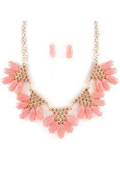 Pretty pink necklace and studs Pink Jewelry, I Love Jewelry, Jewelry Box, Jewelry Accessories, Fashion Accessories, Jewelry Necklaces, Fashion Jewelry, Jewelry Design, Statement Necklaces