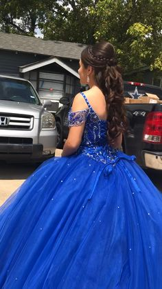 Long hair don't care! Beautiful Quince style for this princess. [Video] in 2 Long hair don't care! Beautiful Quince style for this princess. Sweet 16 Hairstyles, Quince Hairstyles, Quince Dresses, Ball Dresses, Ball Gowns, Pageant Dresses, Mexican Quinceanera Dresses, Mexican Dresses, Beautiful Dresses