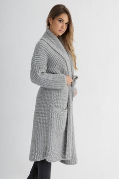 This knitting coat pattern features a relaxed, amazingly cozy coat. #cardigan #chunkyknitcardiganpattern #chunkycardigan #cardiganknittingpattern #chunkyknitcardigan #chunkycardiganknittingpattern #knitcardiganpattern #chunkycardiganpattern #knitcardigan #cardiganpattern #knittingpatternsforwomen #knittingpattern #cardiganknittingpatternsforwomen #chunkyknitsweaterpattern #knittingcardiganpattern #cardiganknittingpatternwomen #knittingpatterncardigan #knittingpatternscardigan #cardigans Knitted Coat Pattern, Chunky Knitting Patterns, Cardigan Pattern, Chunky Cardigan, Knit Cardigan, Coat Patterns, Knitwear, Gray Color, Sweaters