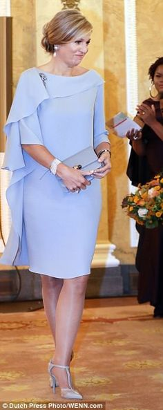 On June King Willem-Alexander, Queen Maxima and Princess Beatrix attended 2018 Oranje Fonds award ceremony (Appeltjes van Oranje) held at Noordeinde Palace in The Hague Mom Dress, Peplum Dress, Dress Up, Draped Dress, Elegant Dresses, Beautiful Dresses, Formal Dresses, Gorgeous Dress, Vetement Fashion