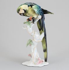 Papagaio em porcelana Alema Rosenthal do inicio do sec.20th, 40cm de altura, 3,630 USD / 3,210 EUROS / 14,000 REAIS / 23,150 CHINESE YUAN https://soulcariocantiques.tictail.com