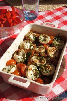 Grilliherkkujen kaveri: Lämmin tomaatti-vuohenjuustopaistos