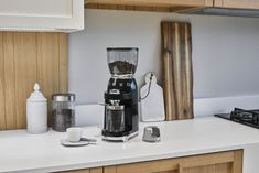 Smeg has debuted a new coffee grinder to beef up its range of coffee-making gear. Smeg Kitchen, Kitchen Set Up, Kitchen Tops, Kitchen Appliances, Small Appliances, Filter Coffee Machine, Espresso Coffee Machine, Drip Coffee Maker, Coffee To Go
