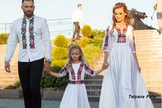 Мальва - 11910 грн White Bean Chili Vegetarian, Romanian Wedding, Mexican Dresses, Embroidered Clothes, Quinceanera, Traditional Outfits, I Dress, Designer Dresses, Kids Outfits