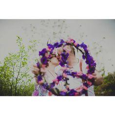 #makelovenotwar Эта фотосессия - крик души и наша акция против всех воин на земле! Всем мирного неба над головой! | Фото от @photo_vesna, стиль и декор от мастерской @paper_wedding, флористика @olesya_gavrish | Всю серию можно посмотреть в группе - активная ссылка в профиле. #венокизживыхцветов #inspiration #instaflowers #эксклюзивнаяфлористика #love #peace #flowers #свадебныйфлорист #flowerslovers #flowermagic #floweroftheday   #olesyagavrishflowers #hippie #хиппи #бохо #boho #букет…