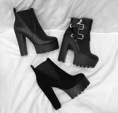 Image in Shoes 👠 collection by Zoé on We Heart It Heeled Boots, Shoe Boots, Ankle Boots, Shoes Heels, Pretty Shoes, Cute Shoes, Me Too Shoes, Fashion Heels, Fashion Boots