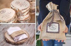 Invitaciones grabadas en pedazos de tronco de árbol, muy originales!