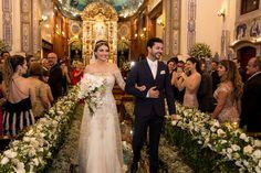 Casamento clássico: Thais & Marcos - Inesquecível Casamento Bridesmaid Dresses, Wedding Dresses, Wedding Decorations, Classic, Fashion, Classic Wedding Decor, Wedding Budgeting, Weddings, Wedding
