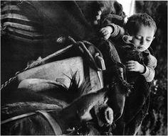 Μεγάλοι Φωτογράφοι – Κώστας Μπαλάφας. Ο φωτογράφος που απαθανάτισε το Ελληνικό παρελθόν | Consider... Open Shutters, Costa, Old Time Photos, Alfred Stieglitz, Girl Costumes, Baby Photos, The Past, In This Moment, Memories