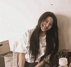 Kim Yerim, Vintage Girls, Me As A Girlfriend, Red Velvet, Girl Group, T Shirts For Women, Long Hair Styles, Rv, Icons