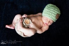 Extra Bulky Button Crochet Baby Hat     Sizes: Newborn, 0-3 months, 3-6 months, 6-12 months