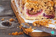 Learn how to make crumb Cake with this delicious and easy recipe. Known to us through its German ancestry, the kuchen was transposed to Latin America in the. Slow Cooker Desserts, Slow Cooker Recipes, Crockpot Recipes, Easy Cheesecake Recipes, Easy Cake Recipes, Just Cakes, Cakes And More, Homemade Desserts, Fun Desserts