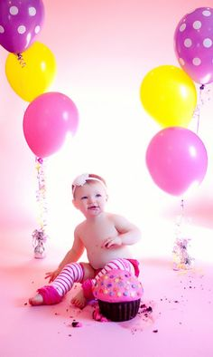 My friend Caitlyn's baby girl's cake smash photography session