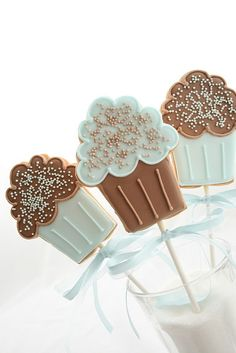 sugar cookie cupcake pops,,,,okay not really popcorn!
