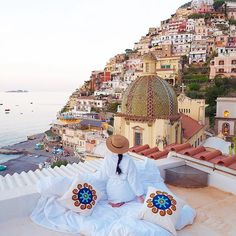 When you book a hotel but sneak out and sleep on the rooftop instead 🙊🙊 the most magical morning view in #Positano IG @worldwanderlust