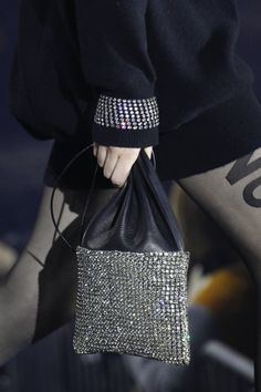 The complete Alexander Wang Fall 2017 Ready-to-Wear fashion show now on Vogue Runway. Fashion 2017, New Fashion, Fashion Show, High Fashion, Womens Fashion, Fashion Trends, Fashion Outfits, Alexander Wang, Bling Bling