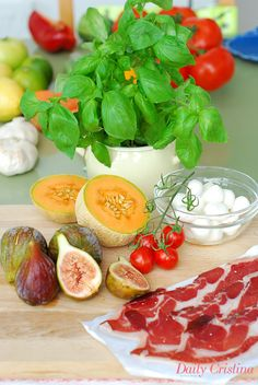 Salada de meloa com mozzarella e presunto