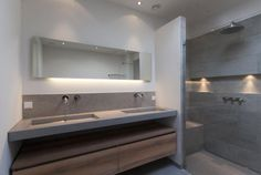 Gerealiseerde badkamers Loft Conversion Bedroom, Bathroom Cost, Honeymoon Suite, Concrete Bathroom, Minimalist Bathroom, Beautiful Bathrooms, House Rooms, Interior Design Living Room, Toilet