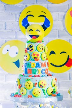 Adam's Emoji-fied Themed Party – Cake Raspberry Smoothie, Apple Smoothies, Emoji Theme Party, Party Themes, Party Ideas, Emoji Cake, Blackberry Recipes, Ricotta Cake, Bowl Cake