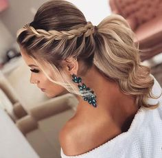 The Best 45 Wedding Hairstyles That Will Be Worn For A Celebration This Year – Page 22 of 45 wedding hairstyles; wedding hairstyles half up half down; wedding hairstyles for long hair; wedding hairstyles medi Source by Classic Wedding Hair, Long Hair Wedding Styles, Long Hair Styles, Medium Hair Wedding Styles, Wedding Hairstyles Half Up Half Down, Wedding Hairstyles For Long Hair, Hairstyles For Dresses, Hairstyles For Weddings Bridesmaid, Updo For Long Hair